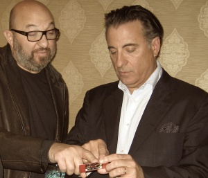 Stephen Endelman shows Rob The Mob card to Andy Garcia. Photo by Alice O'Neill