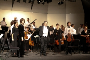 Conductor Joel Revzen and the Lake Tahoe SummerFest orchestra. Photo credit: Dalia Smallwood