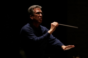Joel Revzen rehearses the orchestra.